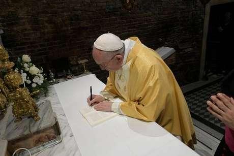 Papa Francisco assina exortação apostólica em Loreto, na Itália