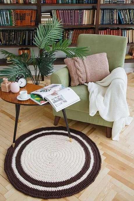 15. O tapete de crochê possui uma grande vantagem de combinar com vários estilos de decoração – Foto: Ideias Decor