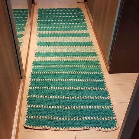 16. Decoração de closet com passadeira de crochê listrada – Foto: Sônia Romano Martins