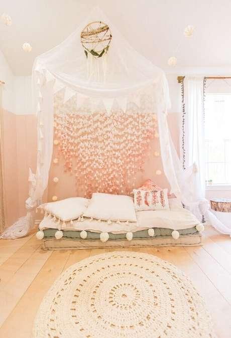 34. Tapete redondo simples de crochê para decoração de quarto feminino com estilo boho – Foto: To Be Mrs. Collier