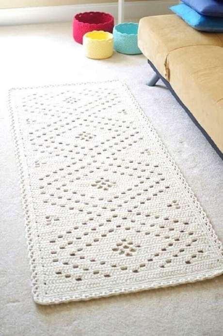 37. Decoração simples com tapetes de crochê para sala – Foto: Home Security