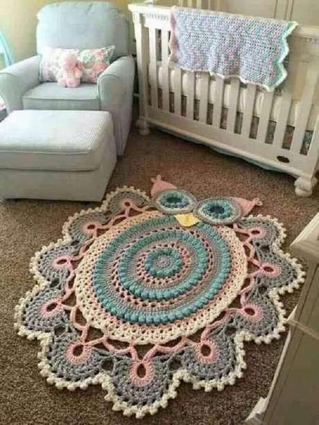 44.. Quarto de bebê decorado com tapete de crochê em formato de coruja – Foto: Denguinhos Arte Croche
