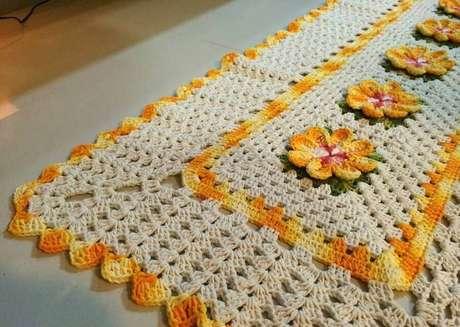 12. Modelo de tapete de crochê com flores – Foto: Rizzon Divulgações