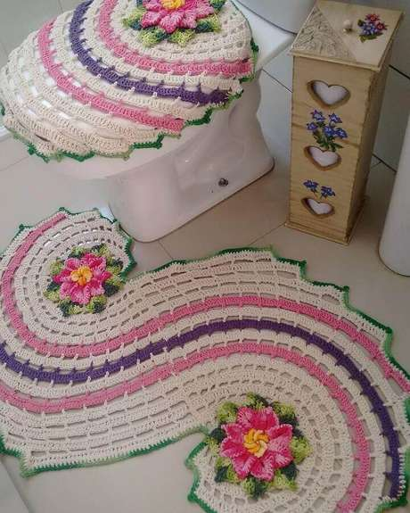 69. Modelo diferente de tapete de crochê para banheiro – Foto: Artesanais da RO