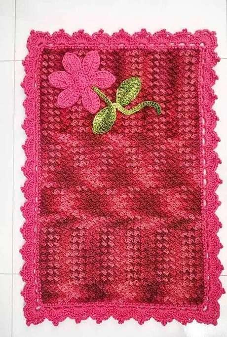 71. Modelo simples de tapete de crochê com flores – Foto: Pinterest