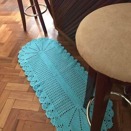 72. Modelo simples de tapete de crochê oval azul – Foto: CrochêArt
