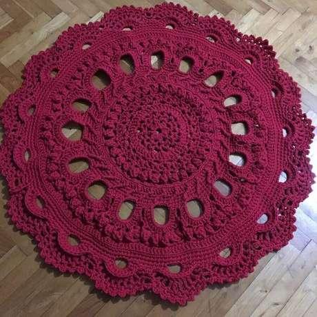 73.. Modelo simples de tapete de crochê redondo – Foto: Dicas de Mulher