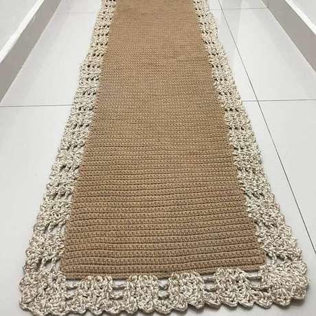 104. Invista em um acabamento bem bonito para a lateral da passadeira de crochê – Foto: Artes da Mi
