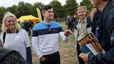 Sellner em um evento do IBÖ na Alemanha, em agosto de 2018; ele diz não acreditar na integração de muçulmanos na Europa