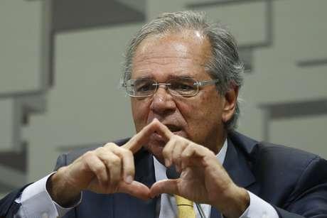O ministro da Economia, Paulo Guedes fala na Comissão de Assuntos Econômicos (CAE) do Senado Federal, em Brasília, nesta quarta-feira (27).
