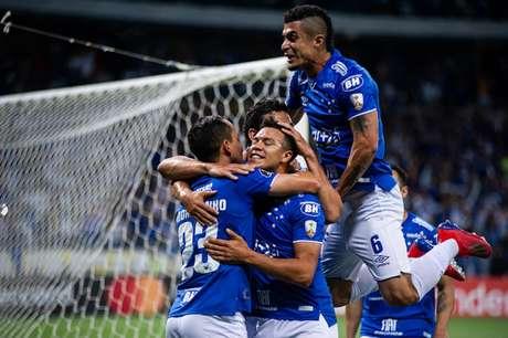 Mano pode colocar uma equipe alternativa, mesclando titulares e reservas diante do América-MG, pensando na Libertadores- Vinnicius Silva/Cruzeiro
