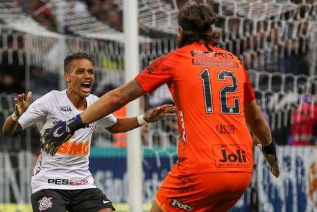 Pedrinho e Cássio comemoram a classificação após a partida entre Corinthians x Ferroviária, realizada na Arena Corinthians, válida pelas quartas de final do Campeonato Paulista 2019.