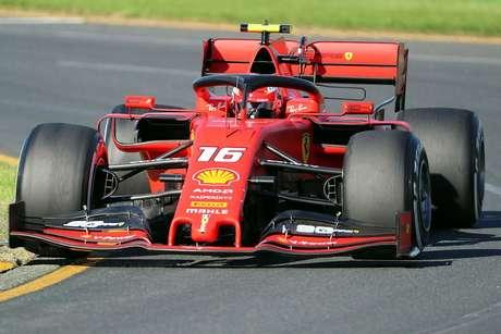 GP do Bahrein: Ferrari começa forte com Leclerc à frente de Vettel na P1