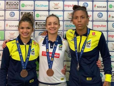 Brasil subiu ao pódio três no primeiro dia de competição na Geórgia (Foto: Divulgação/CBJ)