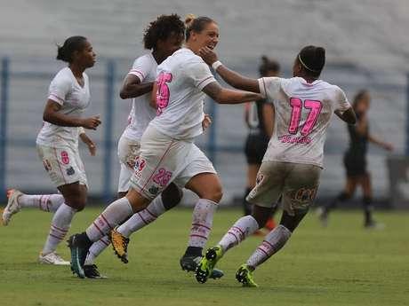 Gláucia comemora gol pelo Santos sobre o Corinthians pelo Campeonato Paulista Feminino 2019