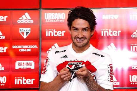 Alexandre Pato, do São Paulo, durante apresentação oficial no CT da Barra Funda, na zona oeste da capital paulista, nesta sexta feira (29)