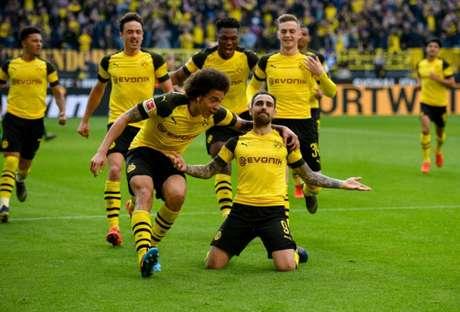 Espanhol marcou os dois gols que deram a liderança ao Dortmund (Foto: AFP)