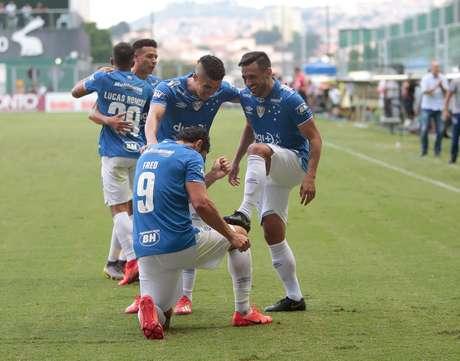 Fred, do Cruzeiro, comemora após marcar gol em partida contra o América Mineiro, válida pelas semifinais do Campeonato Mineiro 2019, no estádio Independência, em Belo Horizonte, neste domingo (31).