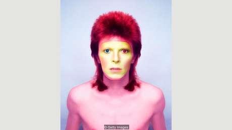 David Bowie, retratado em 1973, era conhecido pelos experimentos com maquiagem
