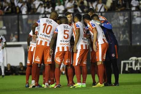 Jogadores do Bangu durante partida contra o Vasco, na sexta rodada da Taça Rio 2019
