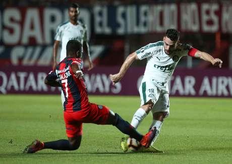 Bruno Henrique no jogo contra o San Lorenzo