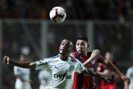 Felipe Pires em ação contra o San Lorenzo