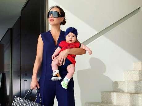 Zoe, filha de Sabrina Sato, usou um tênis personalizado da animação 'Toy Story'