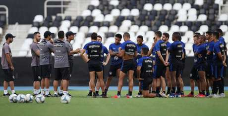 Antes do treino desta tarde, Zé projetou o duelo pela Copa do Brasil (Foto: Vítor Silva/SSPress/Botafogo)
