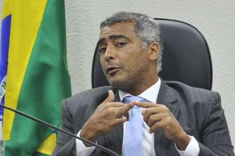 Senador Romário tenta viabilizar meios de impedir posse (Foto: Geraldo Magela)