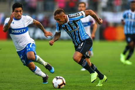 Everton tenta levar o Grêmio ao ataque (FotO: LUCAS UEBEL / GREMIO FBPA)