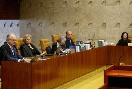 Ministros Edson Fachin, Rosa Weber, Cármen Lúcia e Gilmar Mendes, do Supremo Tribunal Federal (STF), e a procuradora-geral da República, Raquel Dodge, durante sessão no plenário da Corte, em Brasília