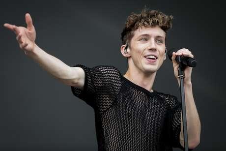 O cantor australiano Troye Sivan se apresenta no primeiro dia do Lolla