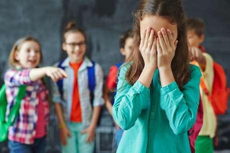 Muitas crianças e adolescentes recorrem a procedimentos estéticos para alterar a aparência, sendo que grande parte dos casos são motivados por situações de constrangimento