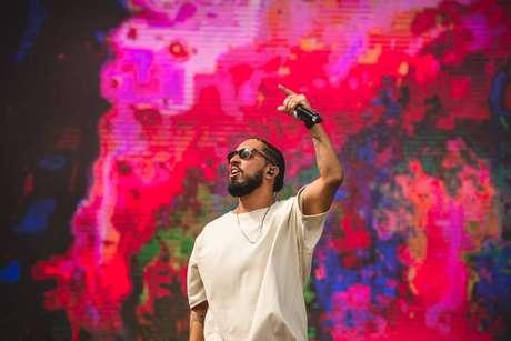 Rashid chegou a subir no palco, mas apresentação foi interrompida pelo risco de raios