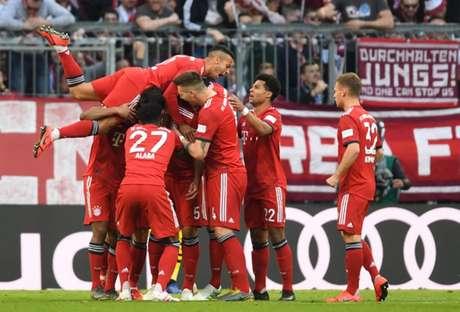 Bayern não teve dificuldades para vencer o Borussia por 5 a 0 (Foto: CHRISTOF STACHE/AFP)