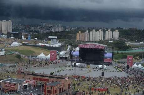 O segundo dia do festival de música Lollapalooza Brasil 2019 foi paralisado na tarde deste sábado (6) por conta do mau tempo.