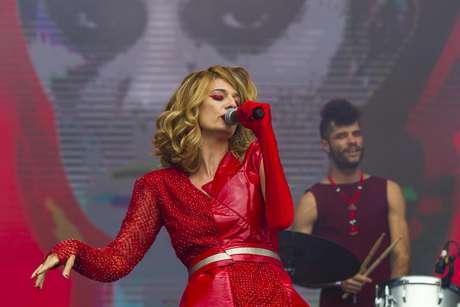 Apresentação da cantora indie carioca Letrux neste domingo no Lollapalooza