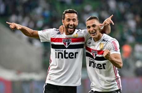 Meia Nenê e Atacante Antony comemora após os pênaltis em partida valida pelas semi-finais do campeonato Paulista 2019