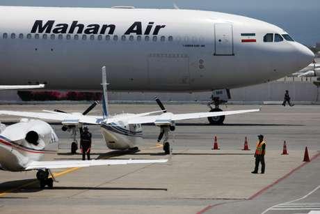 Avião da Mahan Air no Aeroporto Internacional Simón Bolívar, nos arredores de Caracas 08/04/2019 REUTERS/Carlos Garcia Rawlins