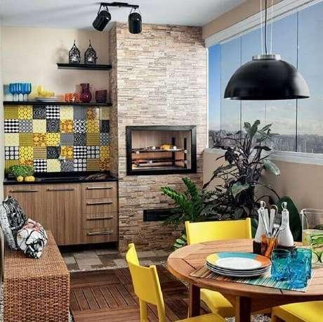 17 – Área de lazer pequena com churrasqueira elétrica. Fonte: Dcore Você