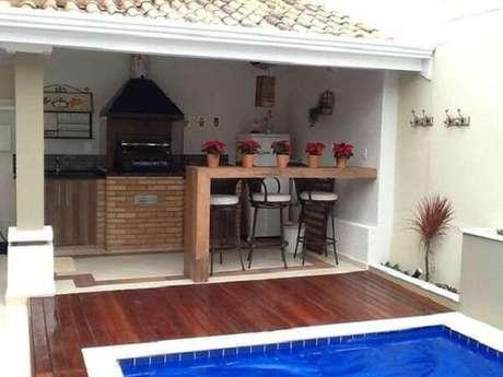 23 – Área de lazer com churrasqueira e piscina pequena. Fonte: Pinterest