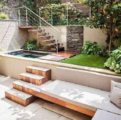 50 – Área de lazer com piscina pequena retangular. Fonte: Plantas de Casa