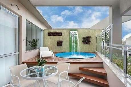 66 – Área de lazer pequena para cobertura com piscina redonda em fibra de vidro. Fonte: Banheira SPA