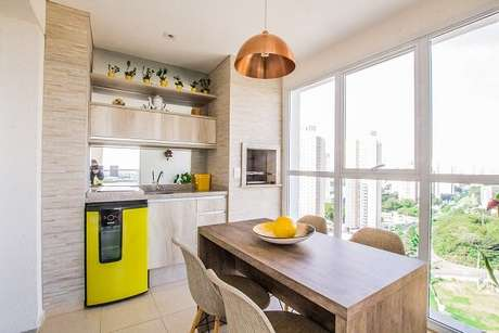 34 – Pequena área de lazer gourmet em tons de amarelo. Fonte: Dcore Você