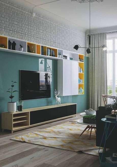38. Decoração para sala de estar com painel verde água – Foto: Pinterest