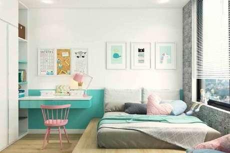 46. Decoração verde água e rosa para quarto de solteiro com espaço para home office – Foto: Neu dekoration stile