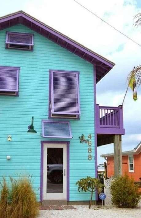 50. A tinta verde água também pode ser usada para pintar fachada de casas – Foto: Zozu