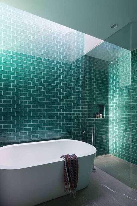 8. Decoração para banheiro verde água e branco – Foto Livin Spaces