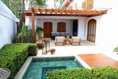 54 – Área de lazer externa com piscina. Fonte: Pinterest