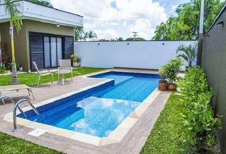 10 – Área de lazer pequena com piscina de vinil. Fonte: Piscina e arte